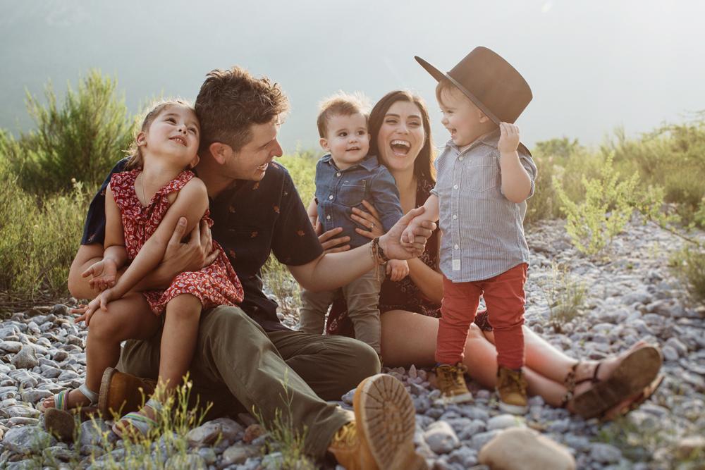 Carlos Elizondo  y su familia.