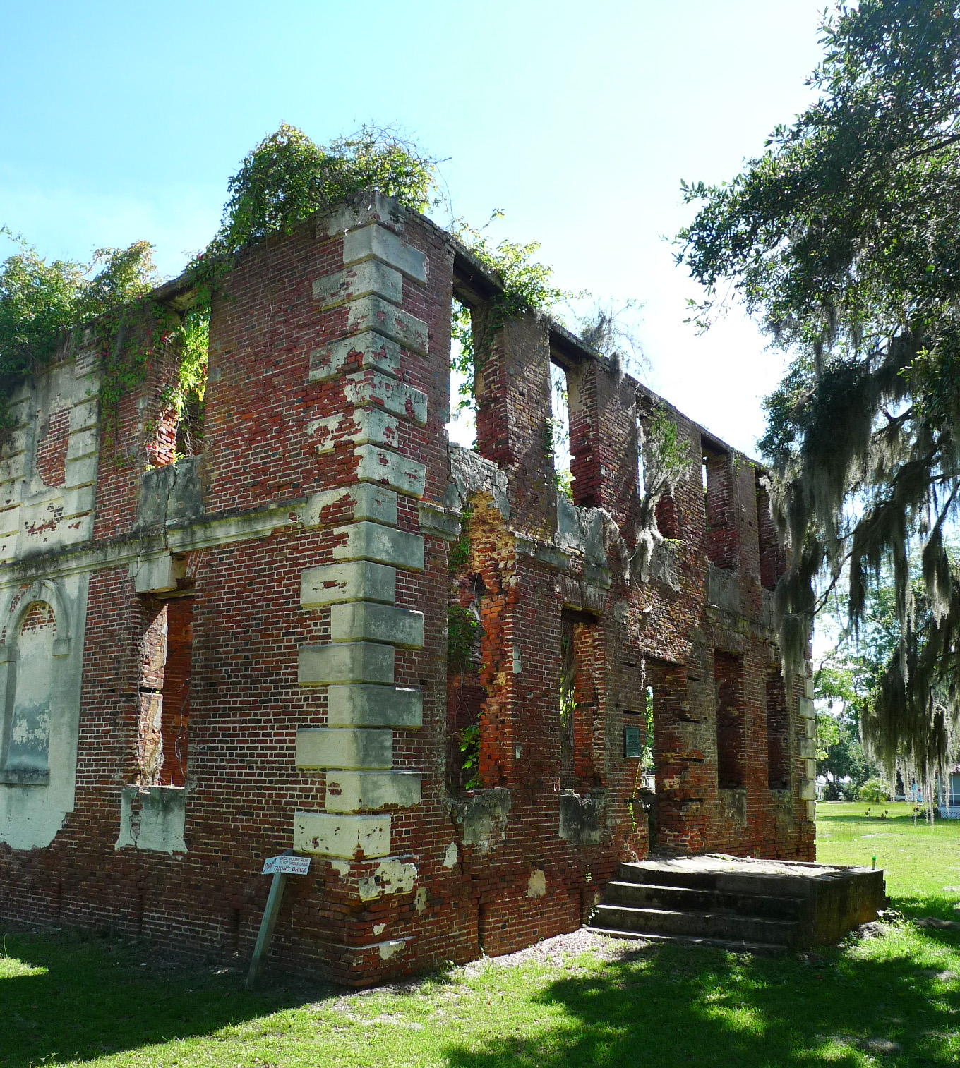 - May 22, 2017Brick House was built in approximately 1725. The ruin is a great example of early colonial architecture, and is listed as a national historic landmark. The building burned in 1929. Simons Young + associates is working with the Preservation Society of Charleston, 4SE engineers, and preservation consultant Hillary King to stabilize the structure. More information at brickhouseruins.org