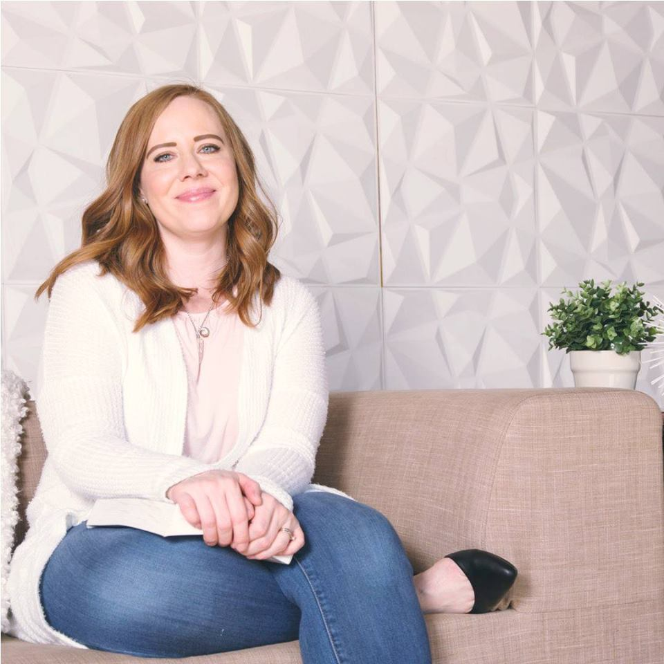 Hello, I'm Lindsay! - I'm your new business BFF! I'm obsessed with showing women how to simplify and scale their coaching businesses so they can live the lives they desire and deserve.