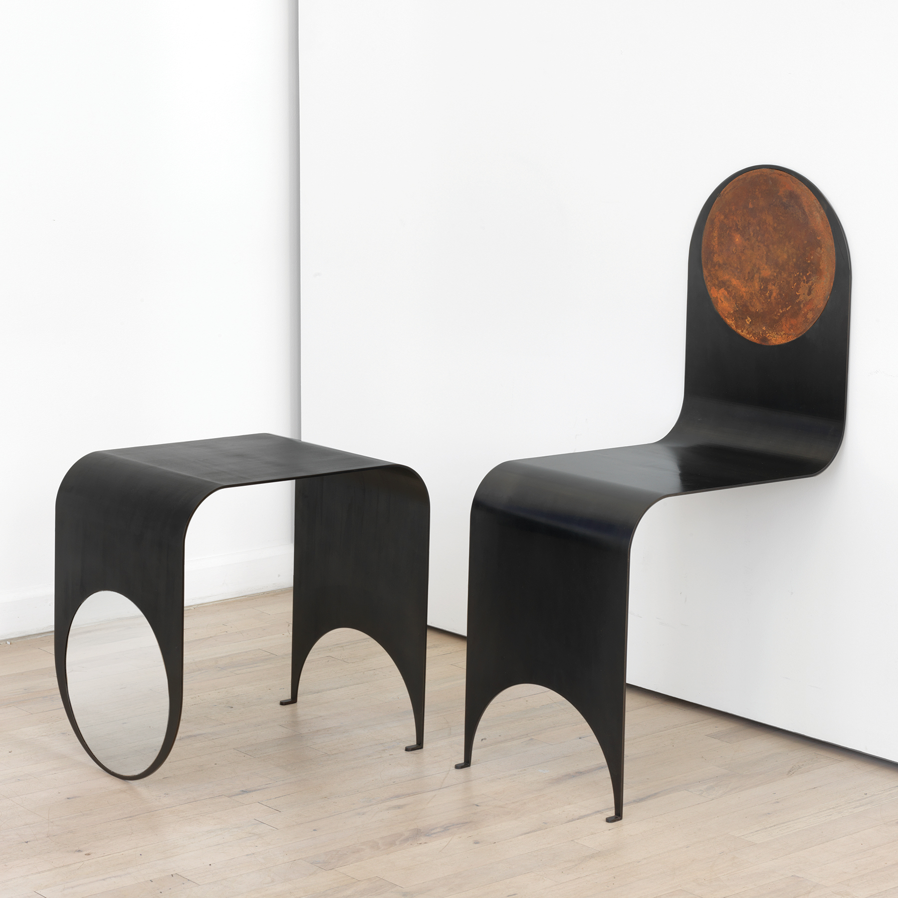 4053140584026308597 - Thin chair and table 1.jpg