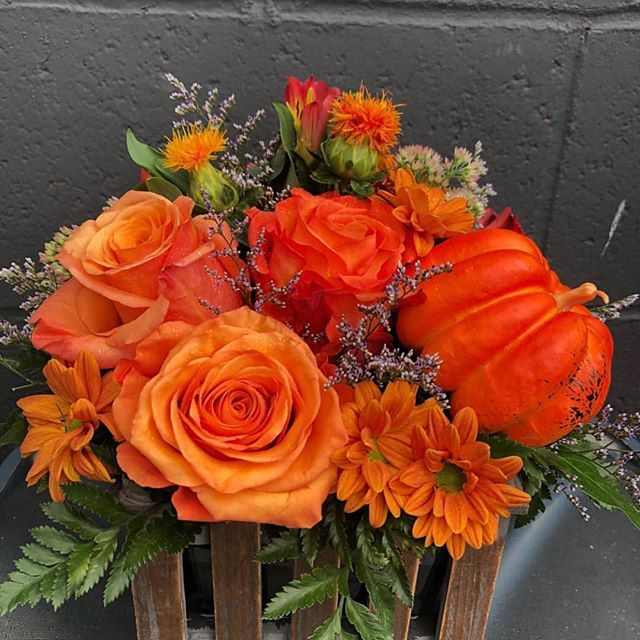 ✨✨FRIDAY GIVEAWAY ✨✨ We ❤️ @paulsflowers_bremerton 🌷They always knock it out of the park with their amazing floral arrangements. This week we're giving you a chance to win a decadent floral centerpiece for your next party, family function, save it for Thanksgiving or to spruce up a regular ol' Friday afternoon. 🌿🍂🌼 . . How to win? 📍Follow us: @rejuv_spa 📍Follow: @paulsflowers_bremerton 📍Tag 2 friends  That's it! The winner(s) will be drawn on Sunday, and announced in the comment section of the original post. . This promotion is in no way sponsored, endorsed or administered by or associated with Instagram. . #getrejuved #shoplocal #manette #fridaygiveaway #supportsmallbusiness