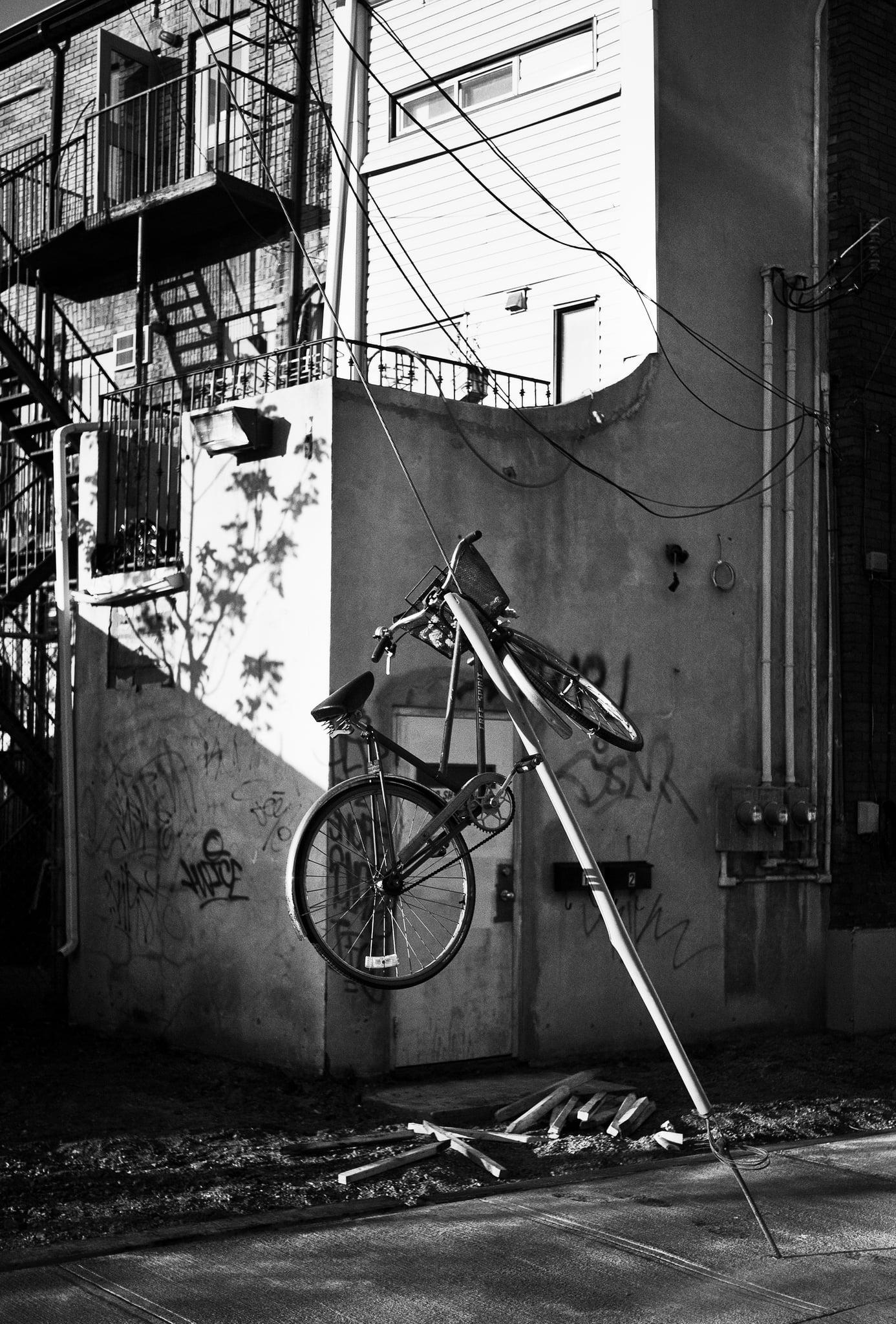 blue-hanging-bike_britain-street_01.jpg