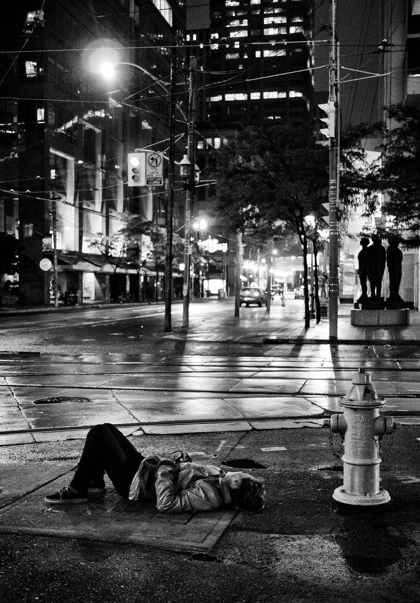 homeless_asleep_rain_night_queen-victoria_01.jpg