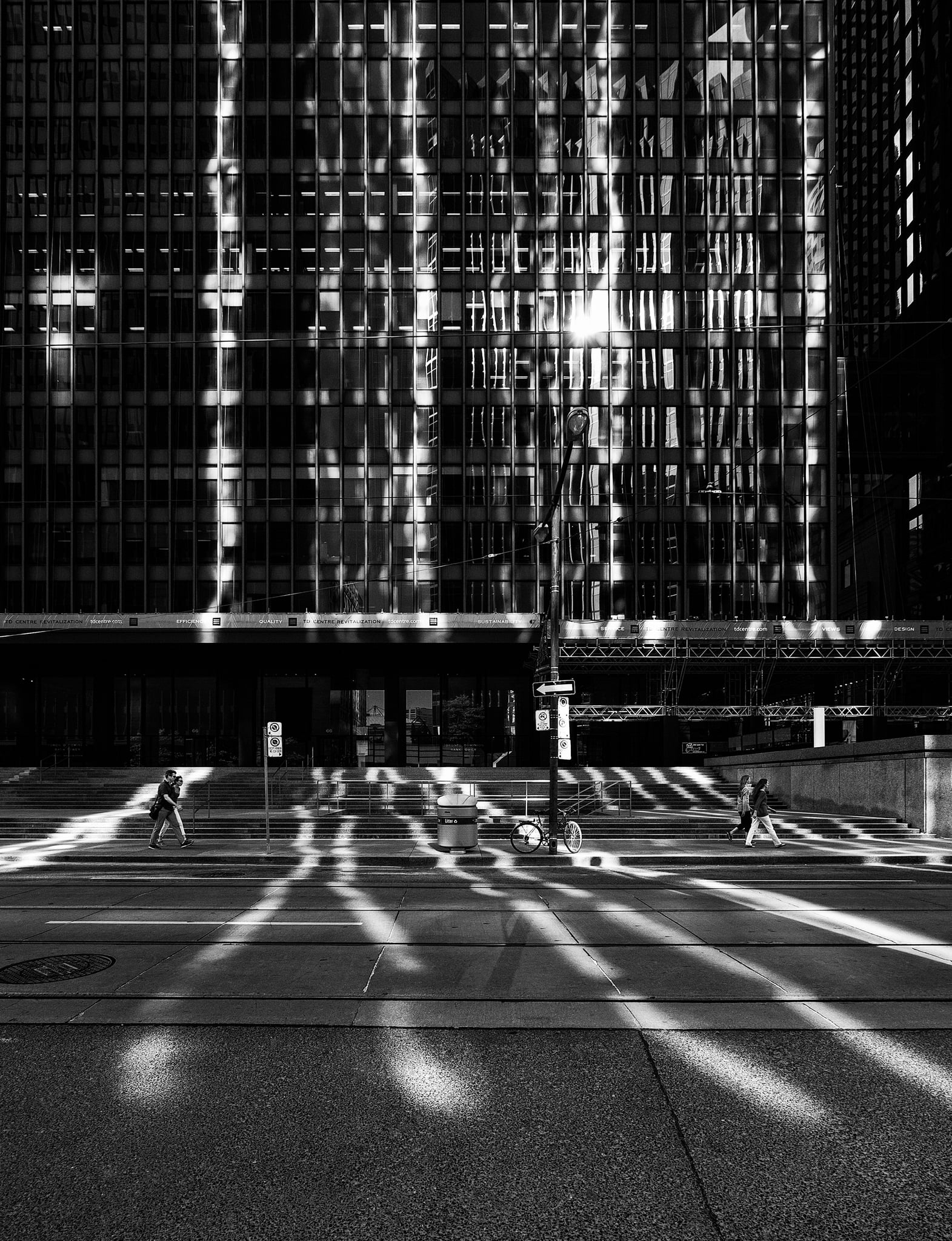 wellington-street_toronto-dominion-centre_reflection-lines_01bwc.jpg