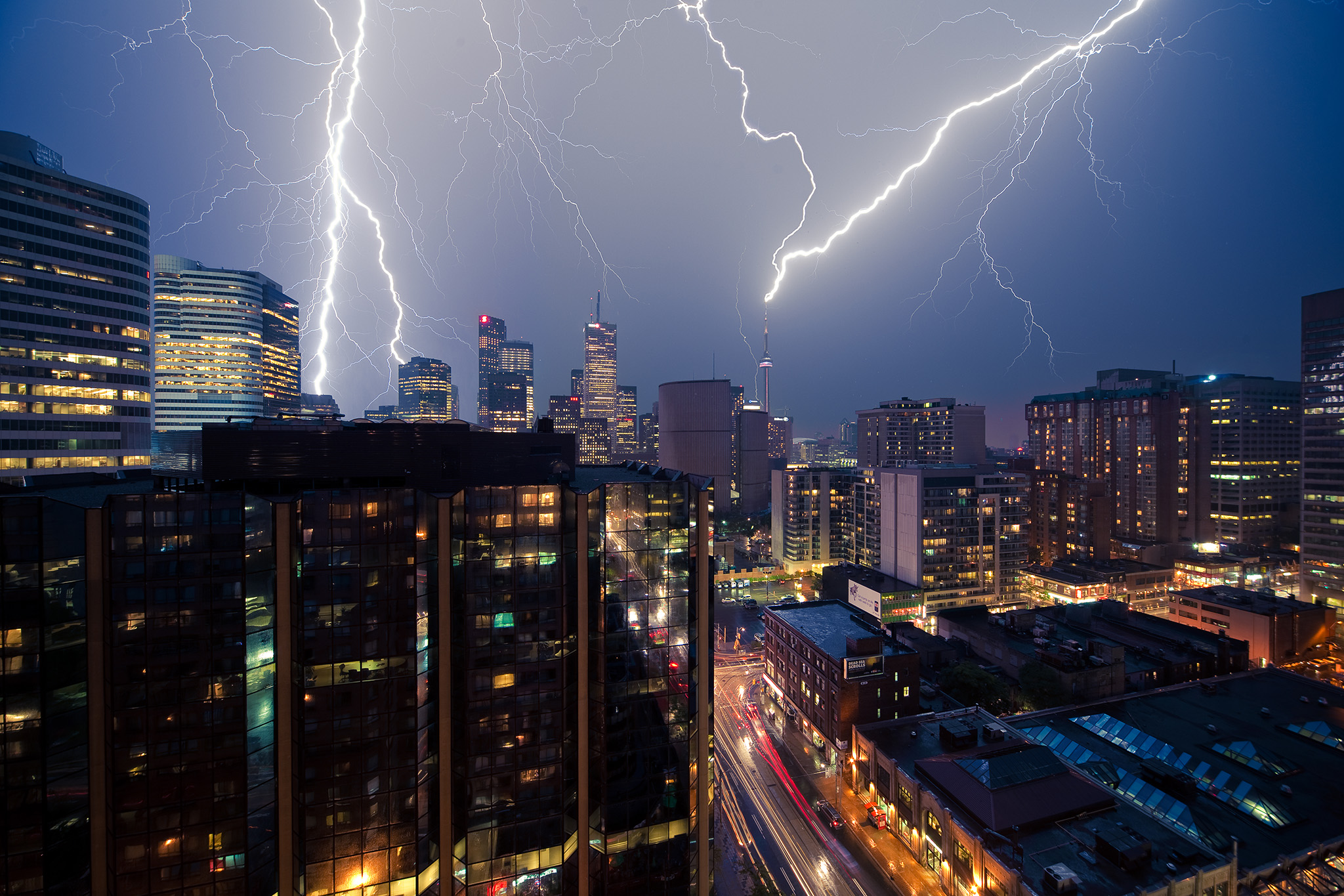 lightning_storm_cn-tower_layers_01.jpg