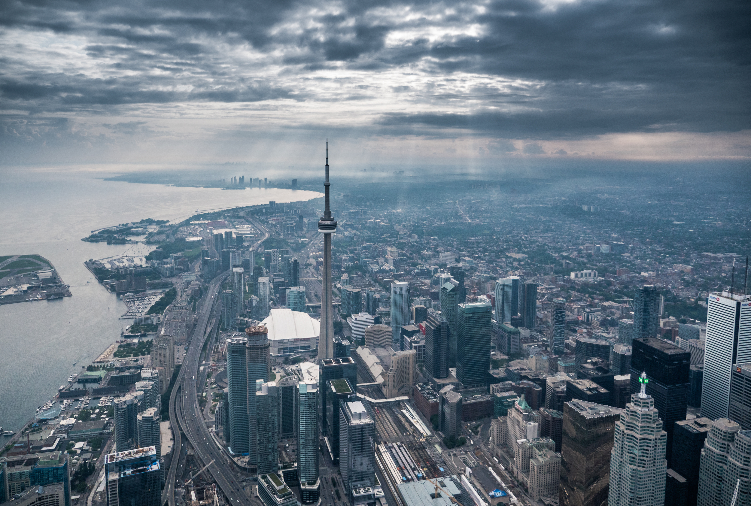 toronto_above_helicopter_bw_01.jpg