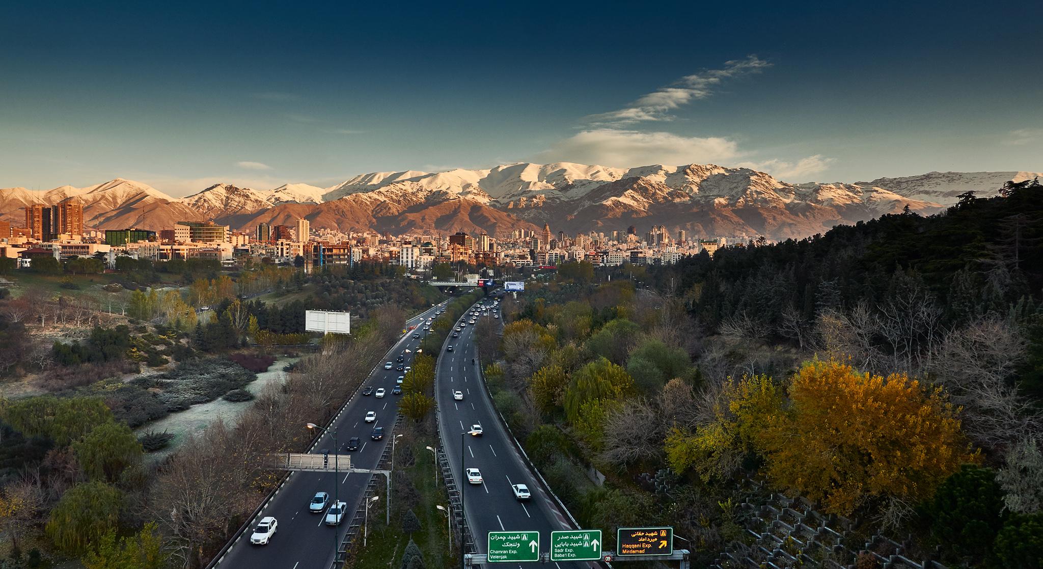 tehran_alborz-mountains_early-morning_tabiat-bridge_highway_02.jpg