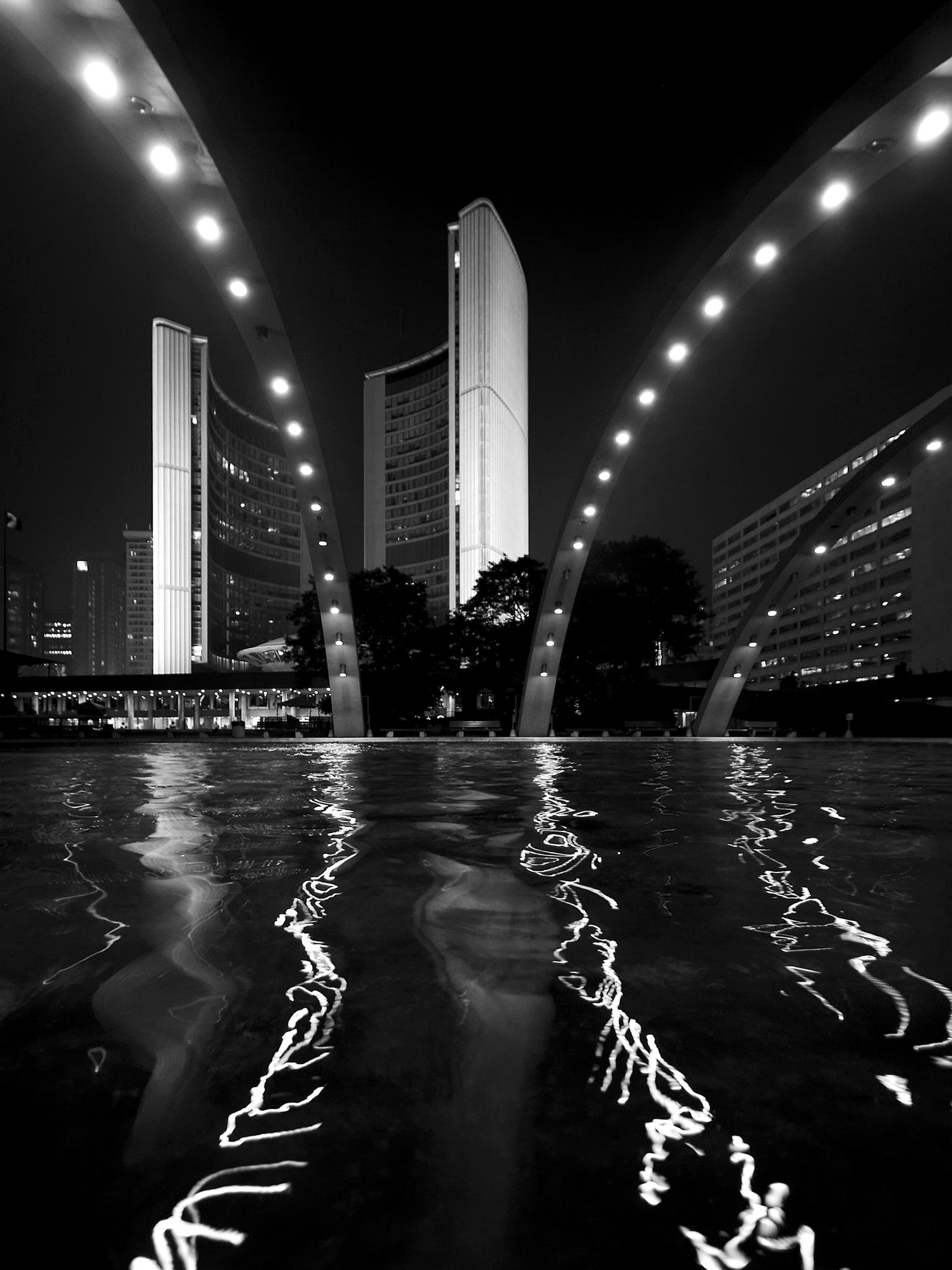 8x6_city-hall_night_tall_reflection_01.jpg