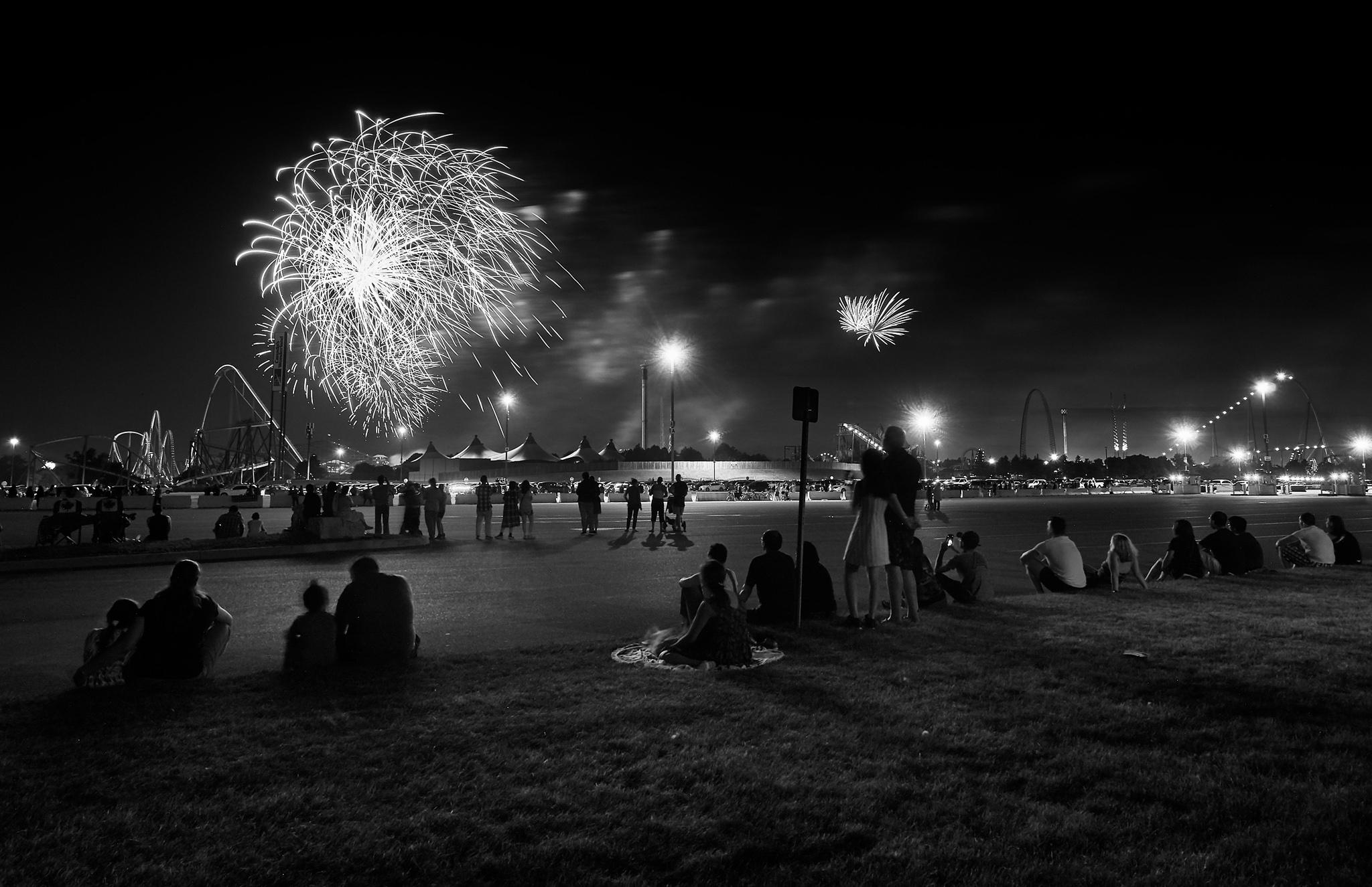 Canada-Day_2018_Wonderland_Fireworks_01bw.jpg