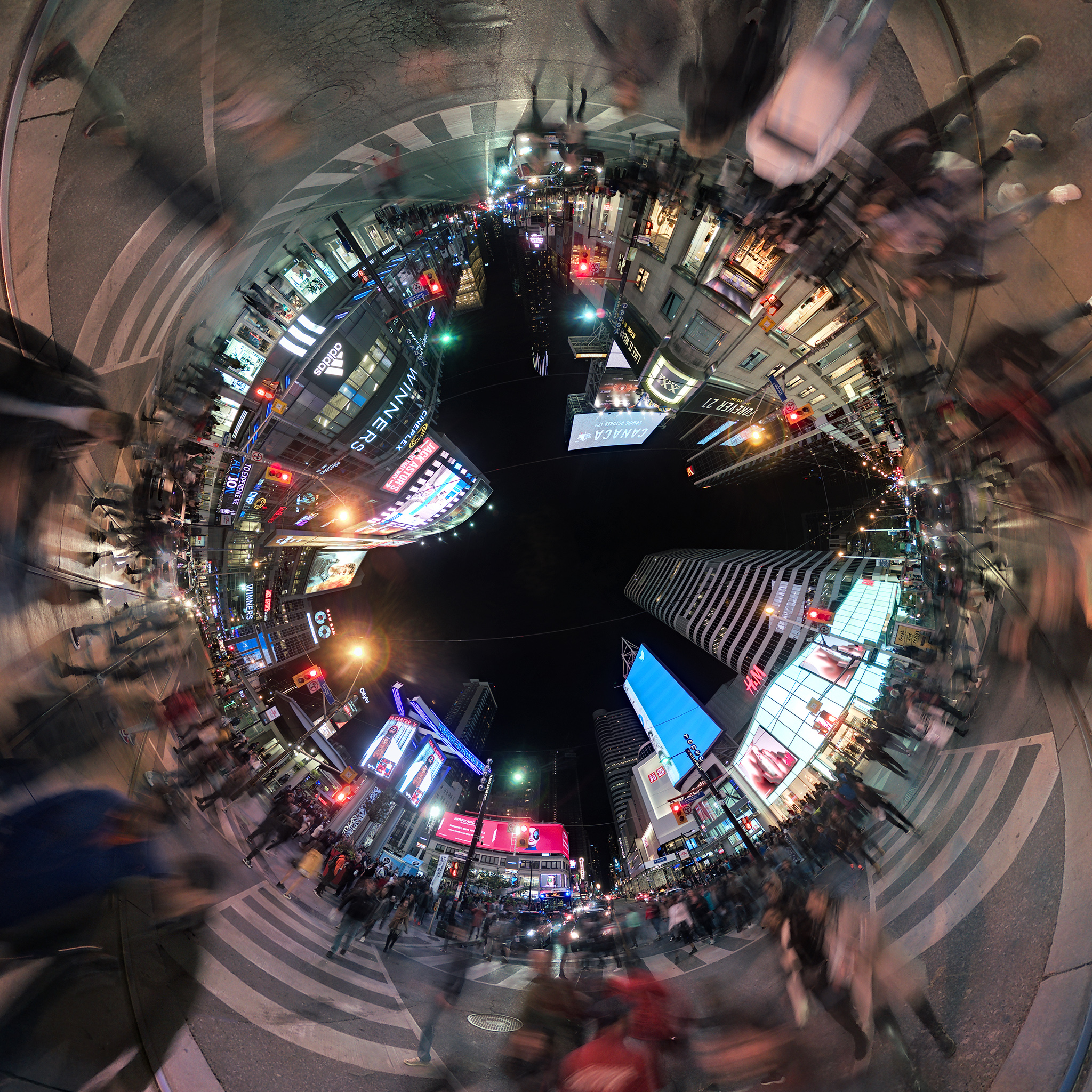 yonge-dundas_nuit_blanche_intersection_panono_02b.jpg