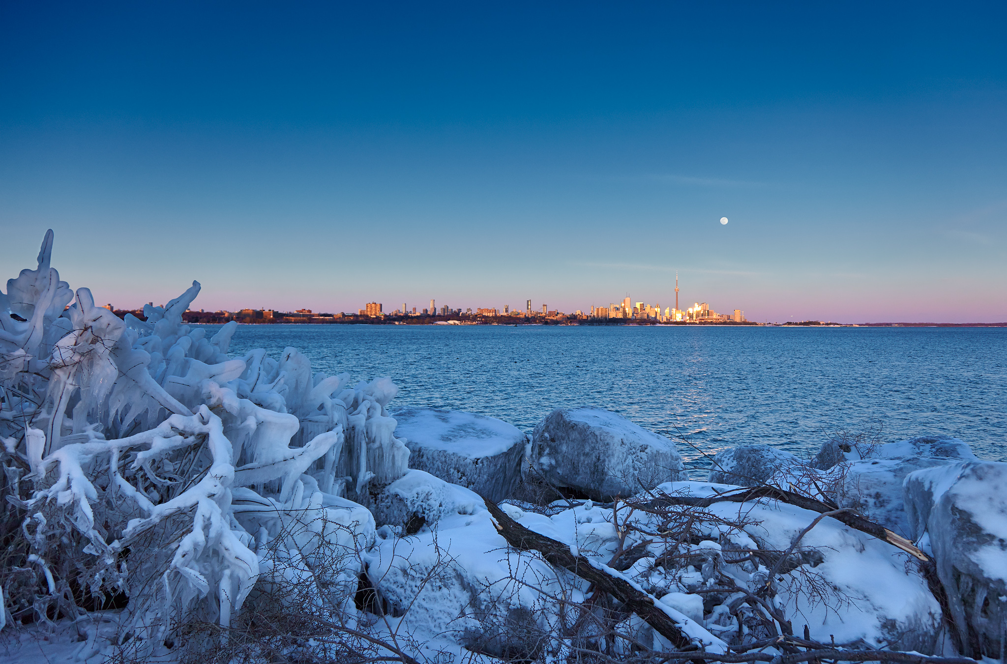 supermoon_humber-bay_city_wide_02.jpg