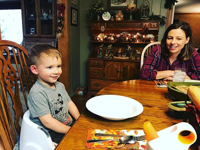 My lil fam;) right before my mom's deeeeeeeeeelicious thanksgivingness was served up:) #latepost #yourewelcomestaking #thanksgiving