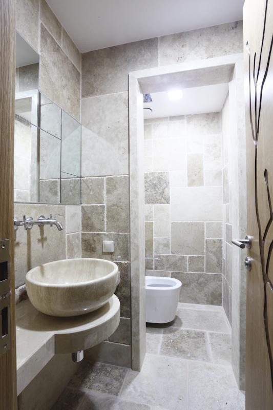 Pewter Travertine Bathroom (Tumbled Finish)