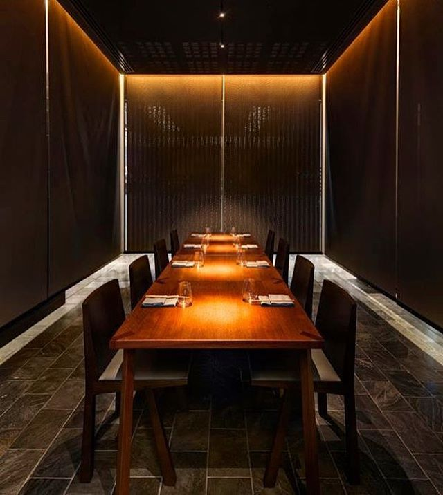 Chinese Black Slate (natural split finish) - a flooring classic. Here's a great example of how @momofukuseiobo incorporated it into their overall design. . . . . #slate #naturalstone #bellstone #design #architecture #sydneydesign #flooring #floortiles #chineseslate
