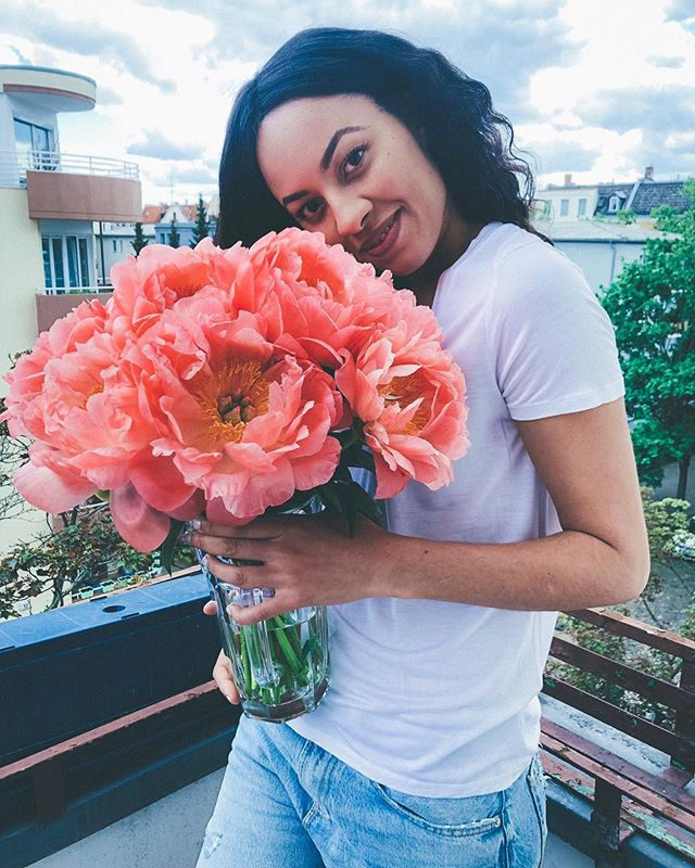@naygozie looks so pretty with her birthday flowers 😍💚🥳 #kiansgarden #flowershop #wedeliver #makesomeonehappy #love #surprise #flowers #peonies #flowerpower #weloveflowers #flowerupyourlife