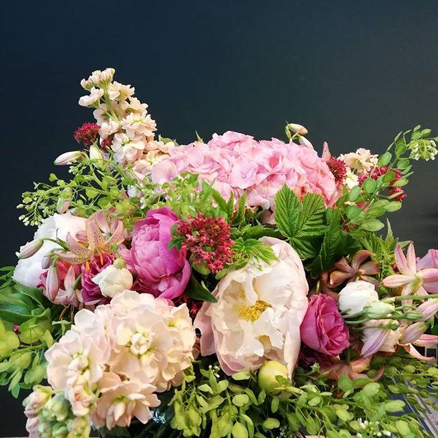 Pretty in pink.  #kiansgarden #flowercatering #weeklydelivery #eventflowers #weddingflowers #floral #floraldesign #flowershop #munich #münchen #sendling #bunteblumen #blumendeko #flowergift #flowers #blumenabo #blumenstrauss