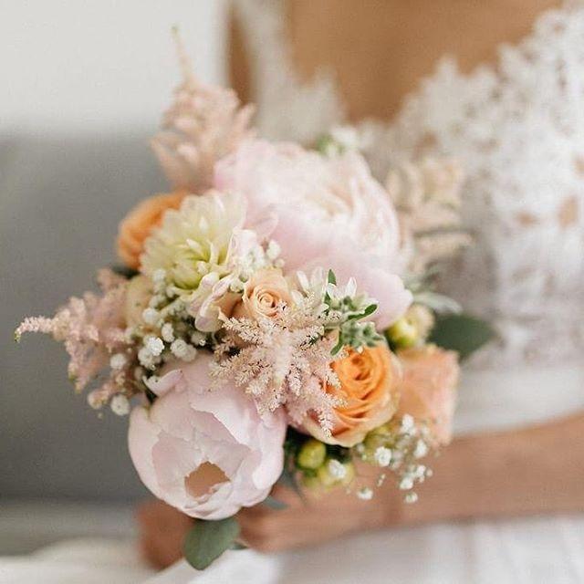 Das war so eine schöne Hochzeit im Schloßcafé im Palmenhaus mit einer wunderschönen Braut! Danke für diese tollen Fotos von@jelenamorofotografie  #kiansgarden #flowercatering #weeklydelivery #eventflowers #weddingflowers #floral #floraldesign #flowershop #munich #münchen #sendling #bunteblumen #weddingflorals