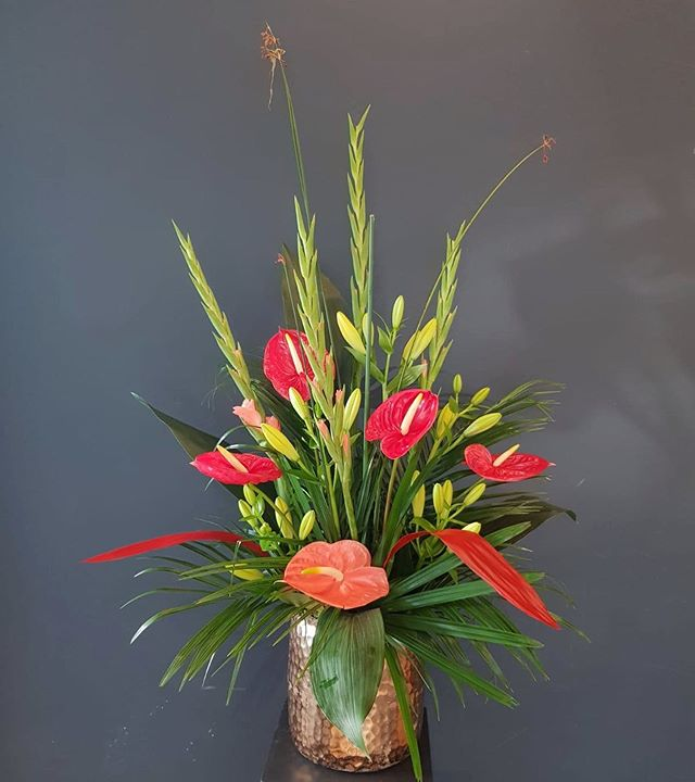 💚 HAPPY WEEKEND!!! 💚  #kiansgarden #weloveflowers #anthurienbeauftragte #redandgold #anthurium #gladiolen #lilium #berlin #münchen #freshflowers #florists #happyweekend