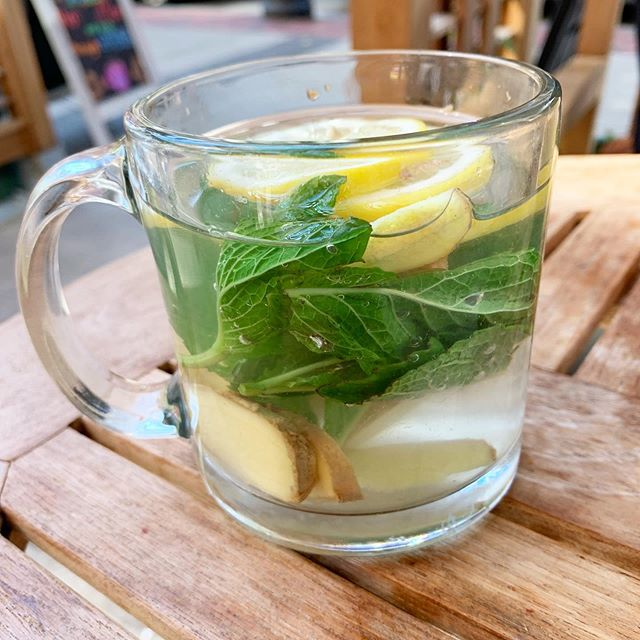 Sometimes the simplest things taste the most delicious. Fresh mint, ginger and lemon in hot water 🍵