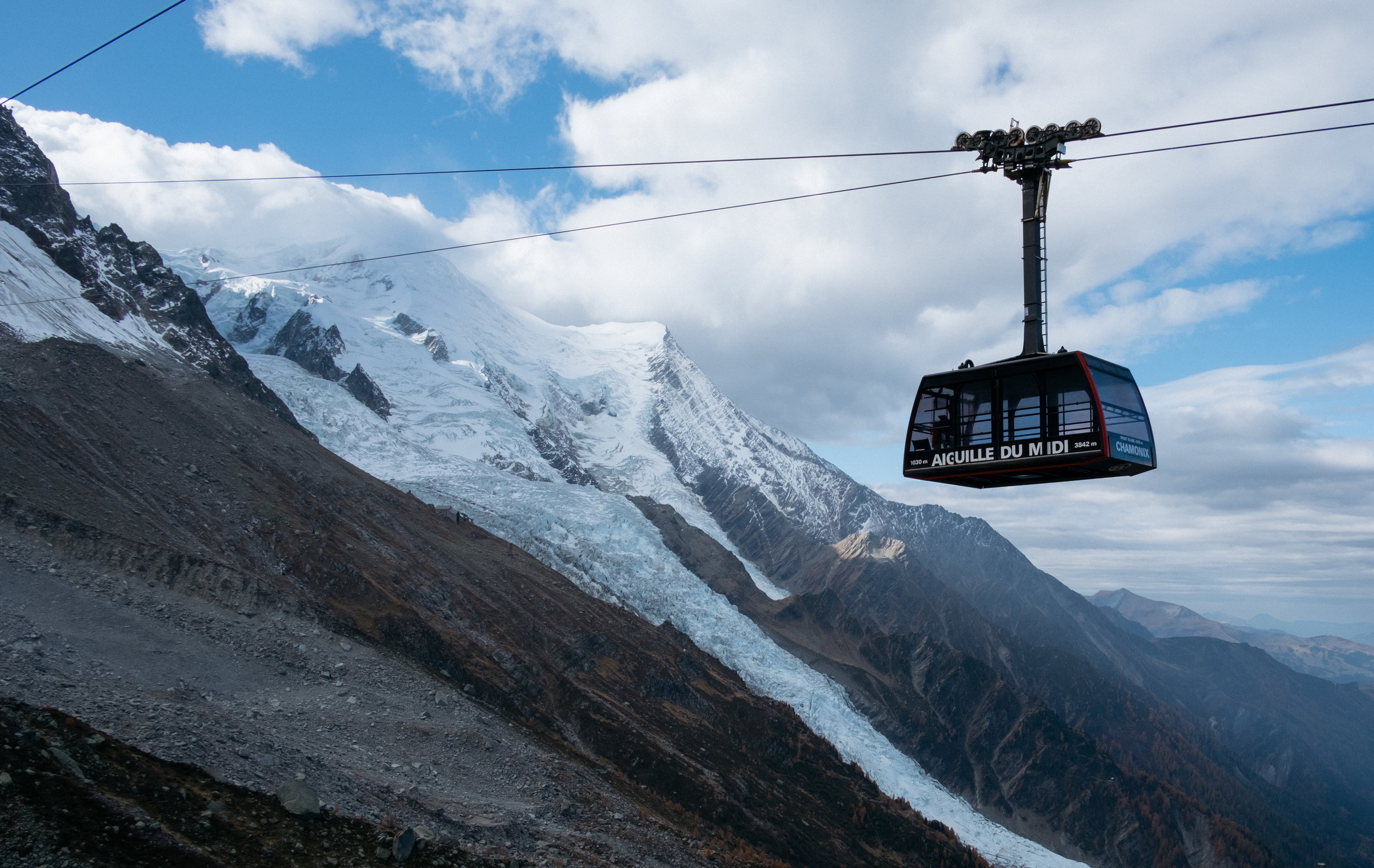 l'aiguille du midi cable car and Bossons Glacier