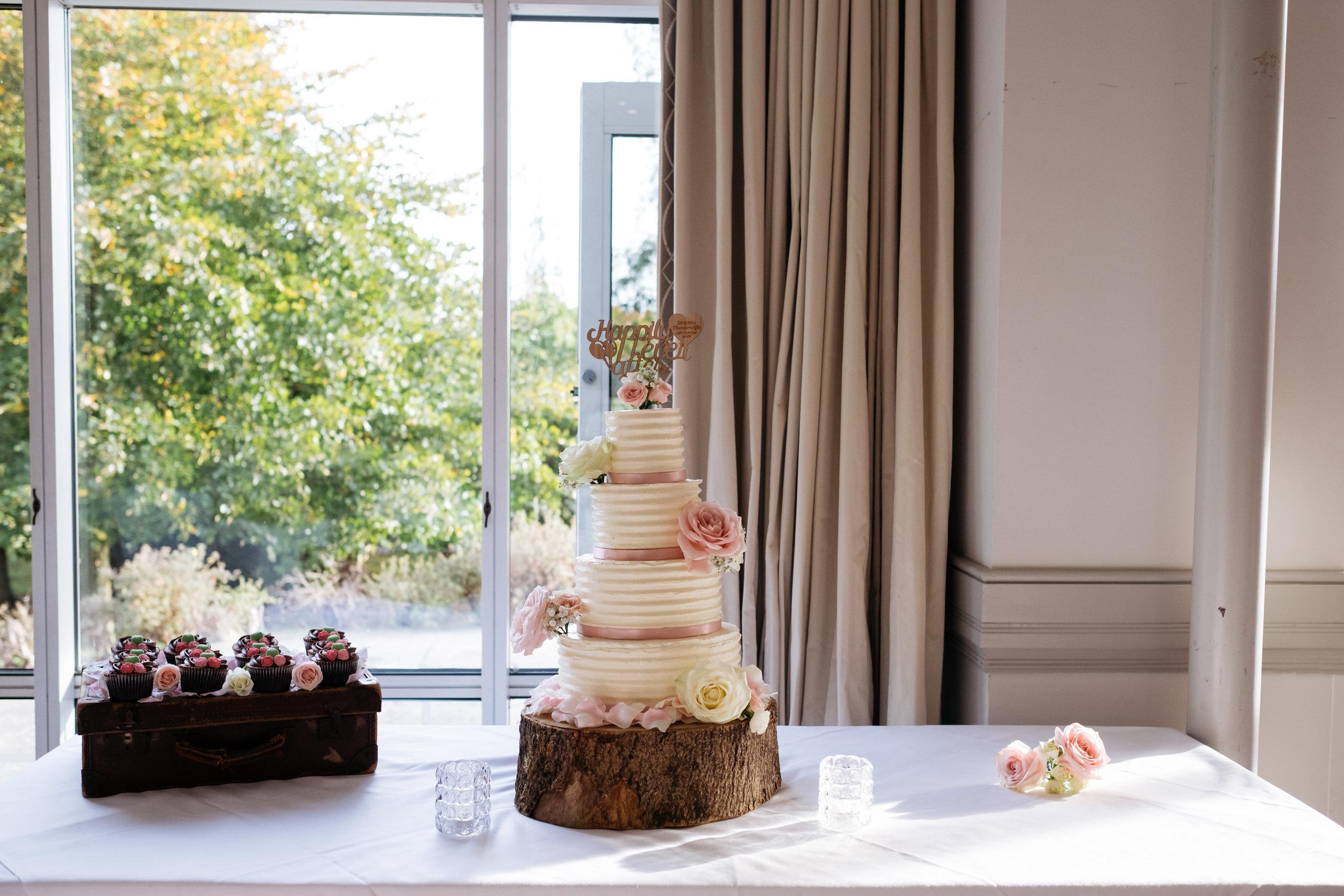 Mercure Newbury Elcot Park Hotel wedding cake