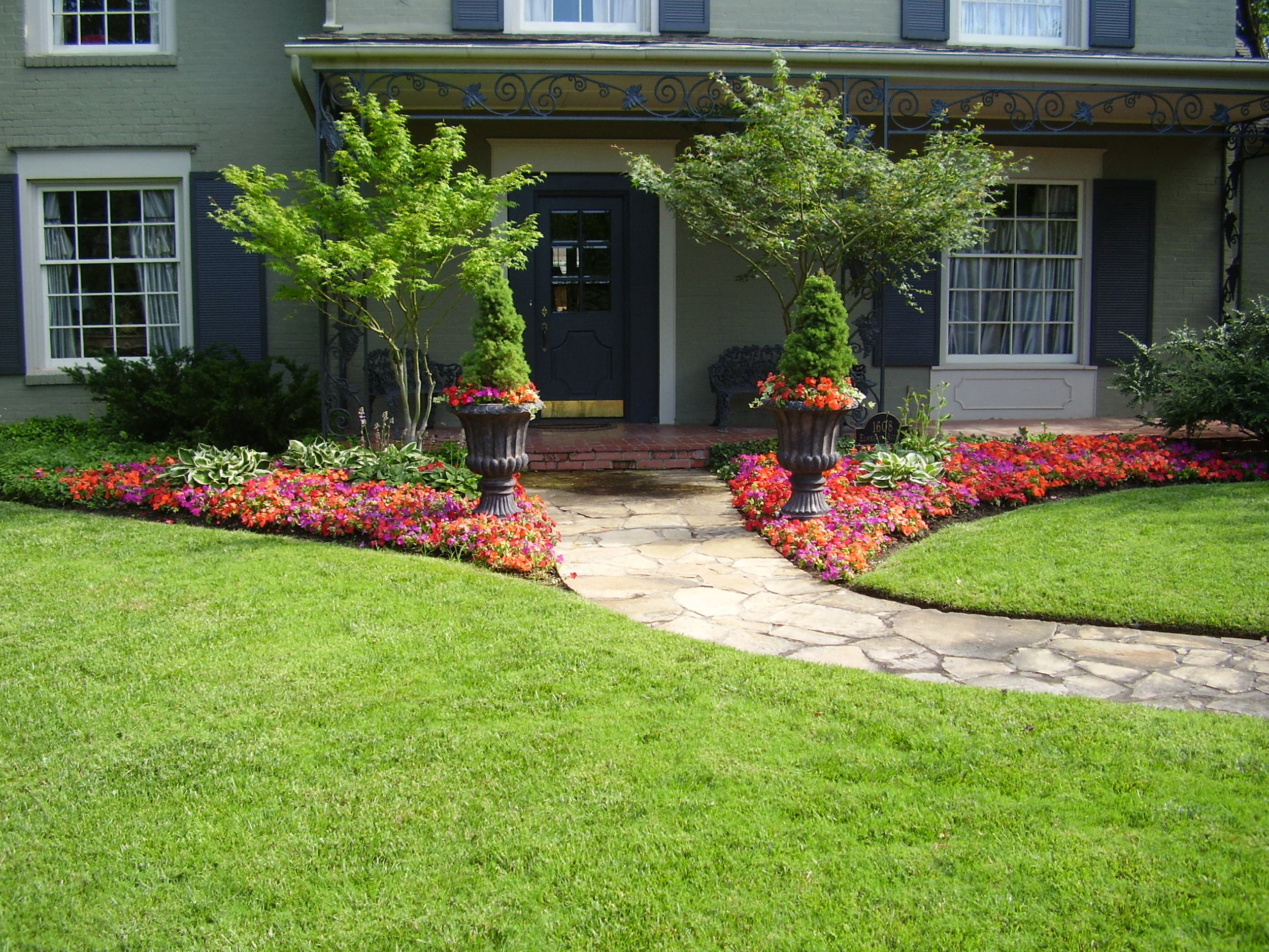 Lawn-and-Weed-Maintenance-2.jpg
