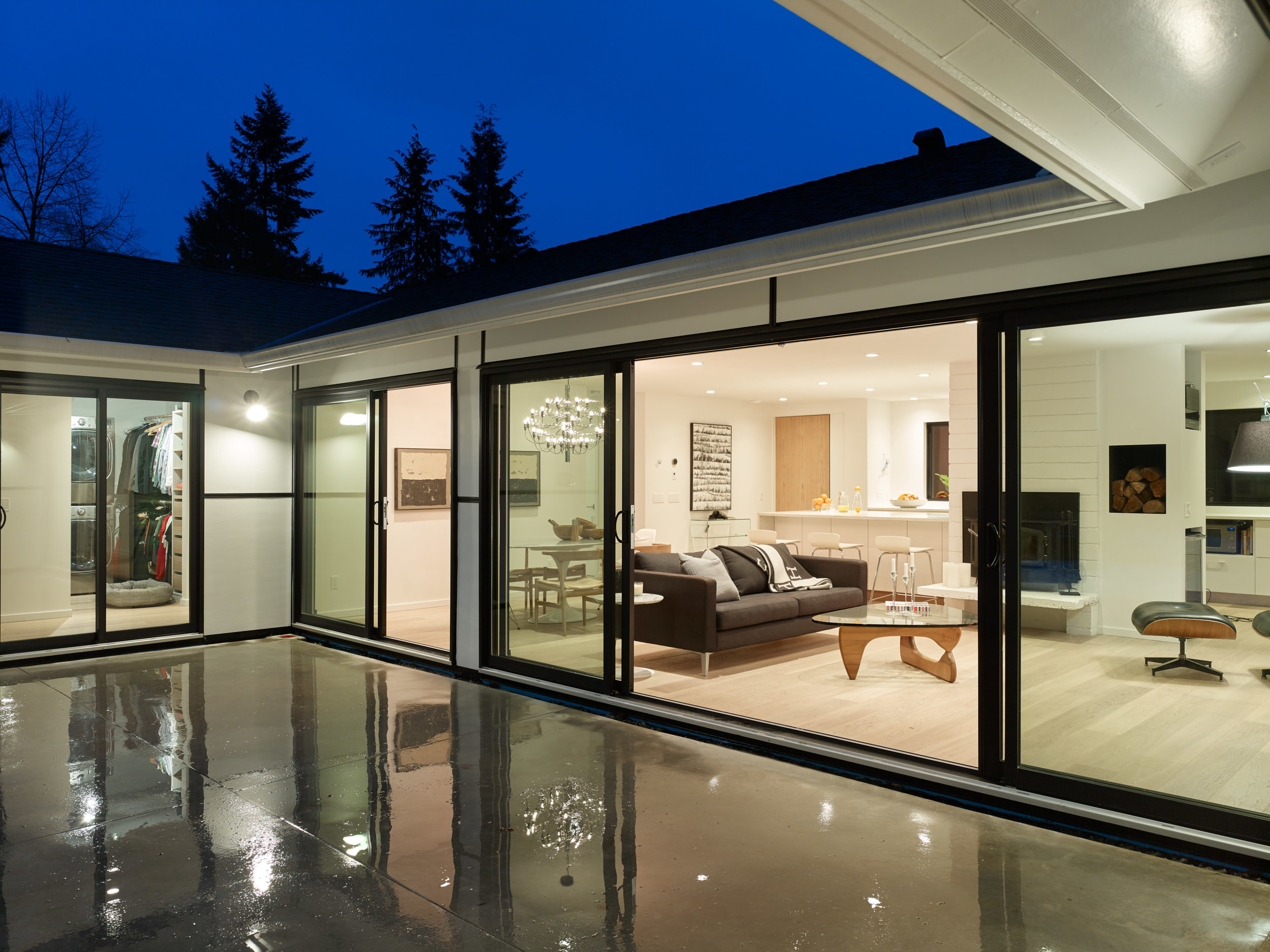 North Vancouver Atomic Ranch Ovation Georgie Midcentury