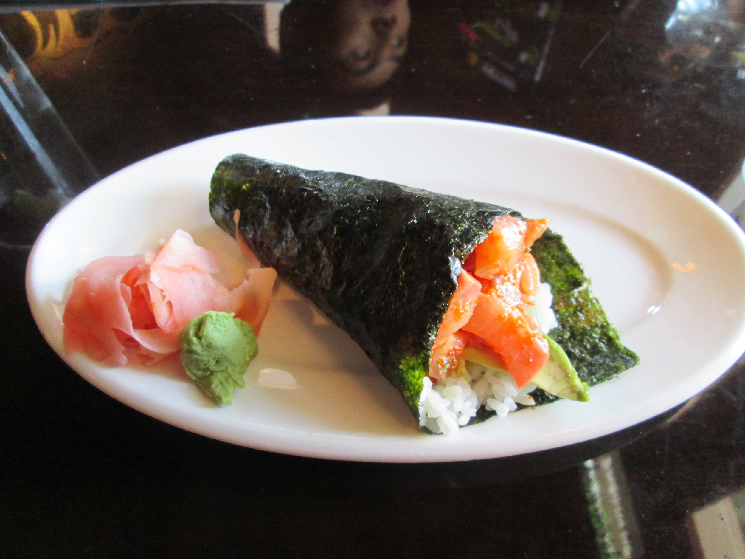 Spicy yellowtail handroll