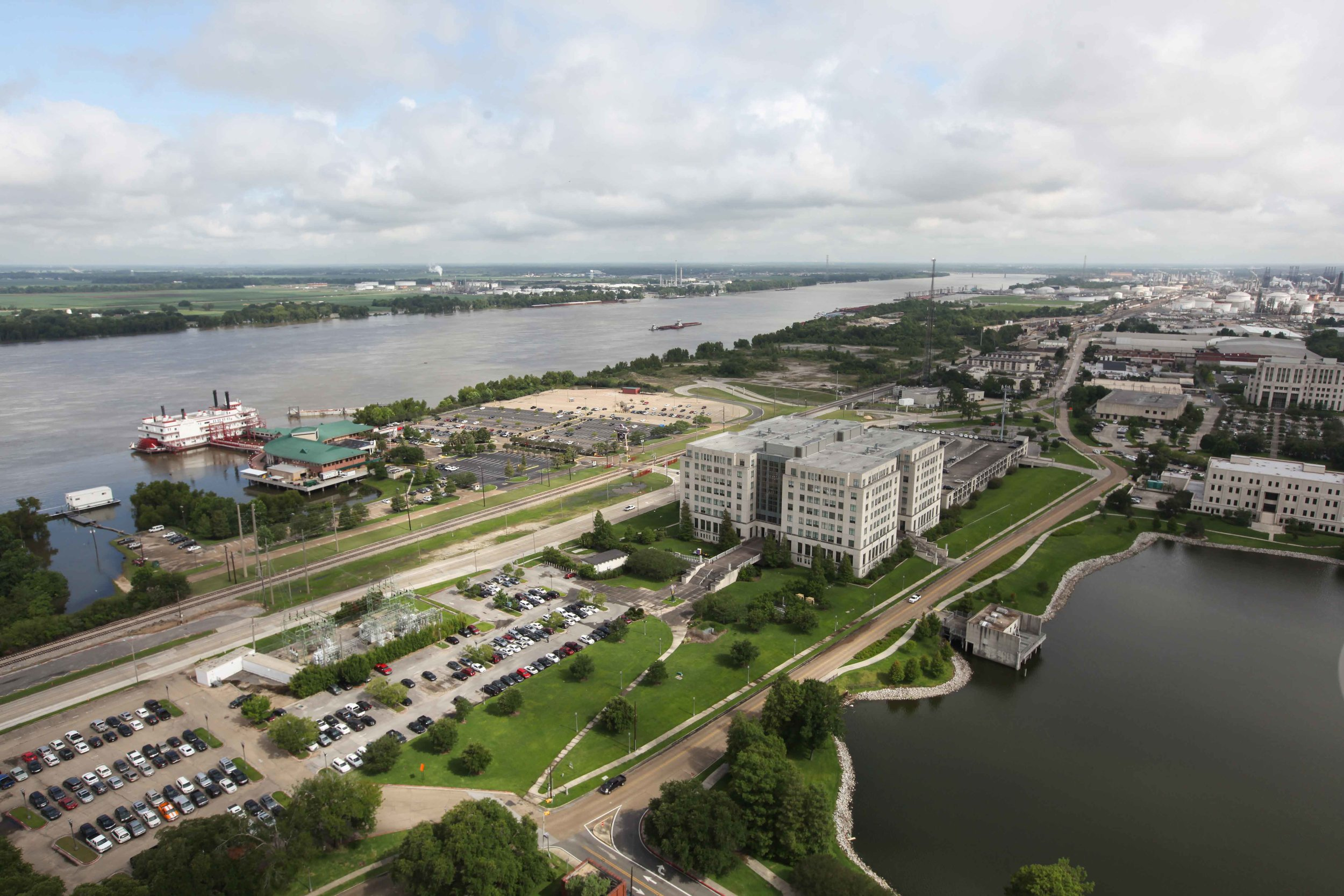 The Mississippi from the observation deck at the Louisiana State Capitol.