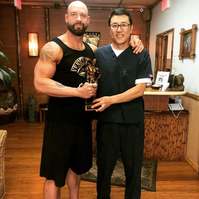 A special thank you to @drhanlee for all the support along the way. Hands down the best chiropractor I've ever worked with and one of the people responsible for getting me healthy post football and keeping me healthy to pursue fighting and bodybuilding. #chiropractor #la #westla #recovery #rehab #prehab #preventativehealth #performanceenhancement #alignment #athlete #boxer #bodybuilder