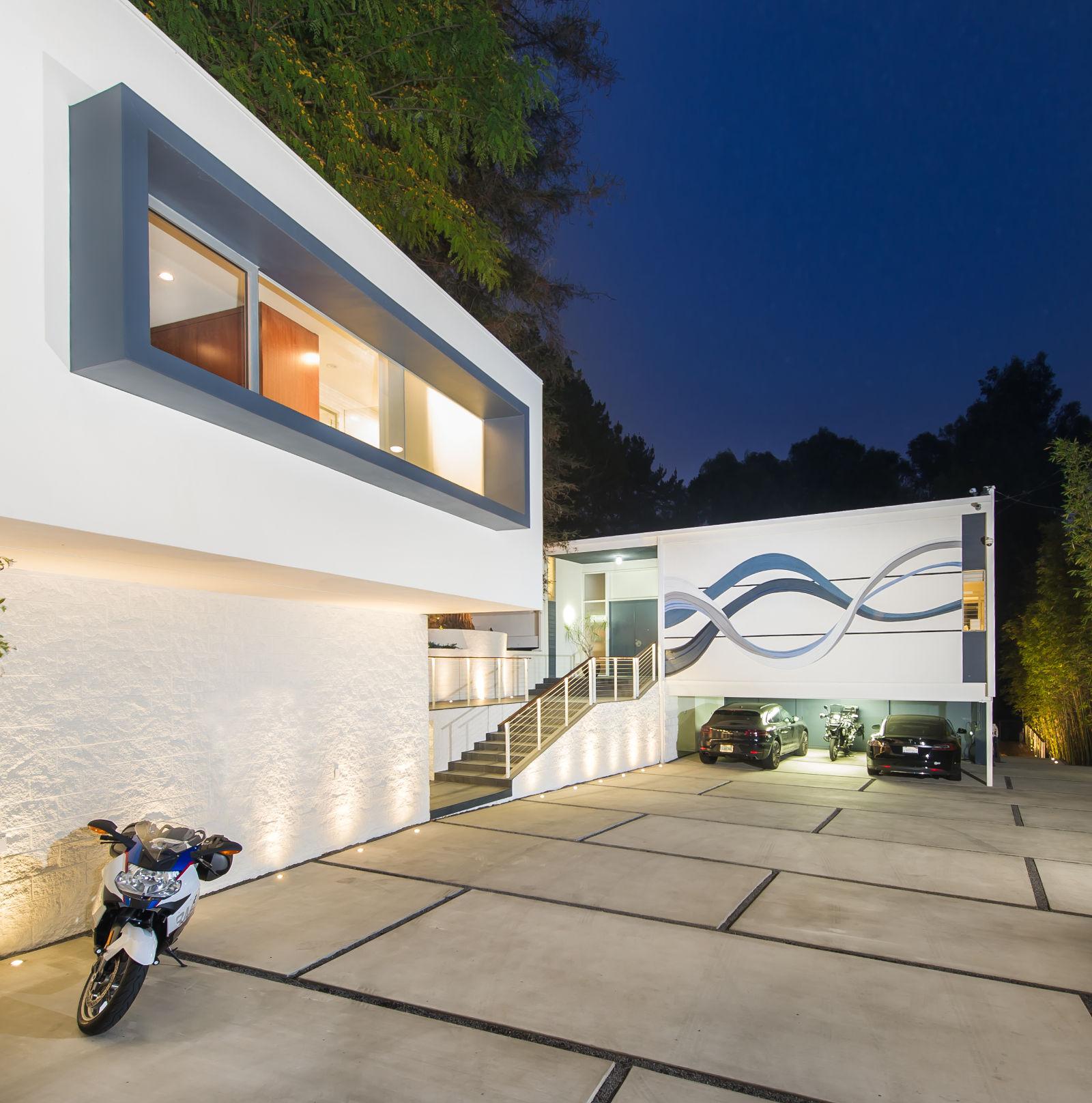 Waves Mosaic House