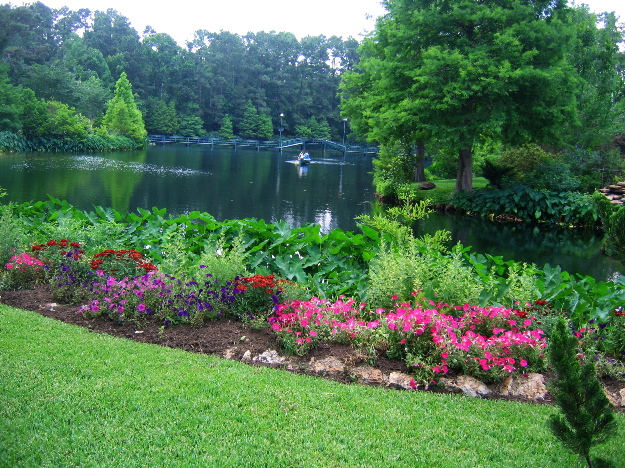 Circle-Lake-beauty-and-peace-(web-front-page)1.jpg