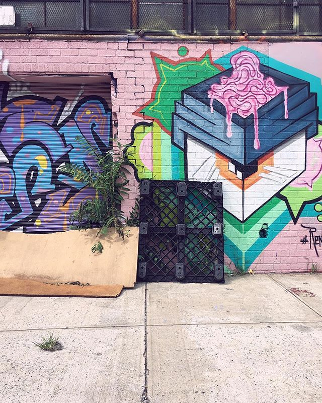 🌸🧠🌸 . . . . #bushwick #brooklyn #williamsburg #bk #streetart #newyork #grafitti #localart #spring #evileye #itspring #thecity #trash #sidewalk #pink #pinkseries #nyc #citylife #sidewalkart