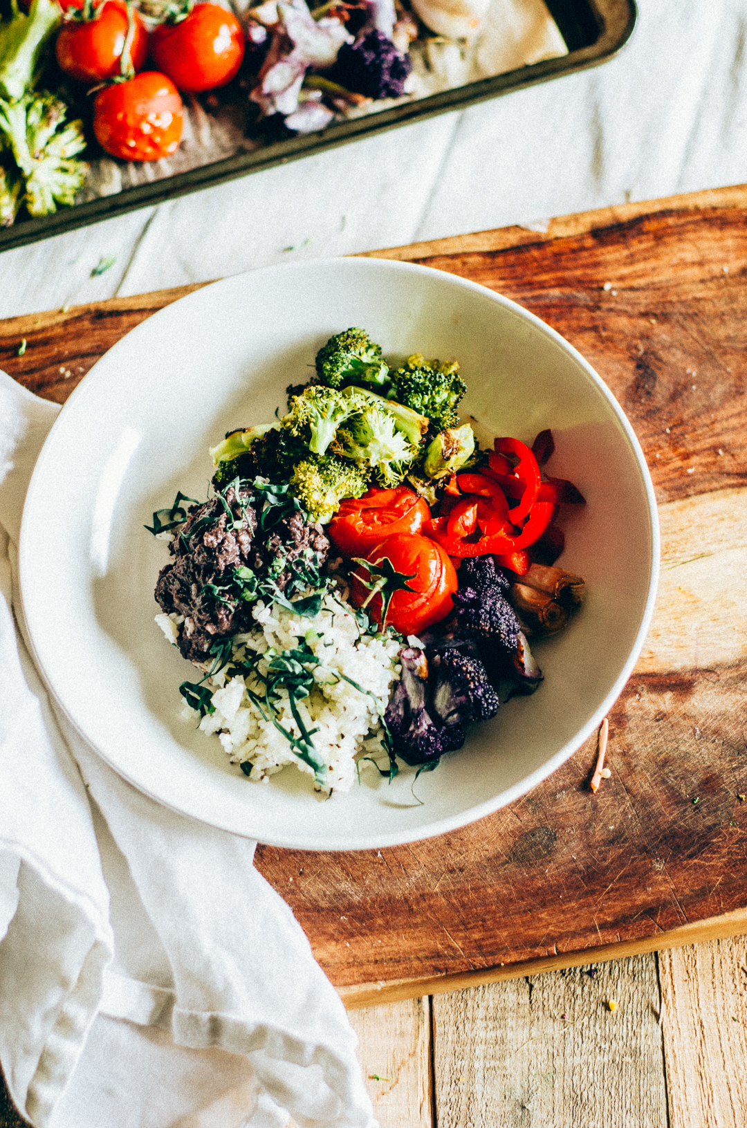 This Roasted Broccoli Bowl recipe is to die for. It features simple seasonal ingredients such as cauliflower, kholrabi & tomato. It's suitable for any vegetarian eater! thenomadicwife.com