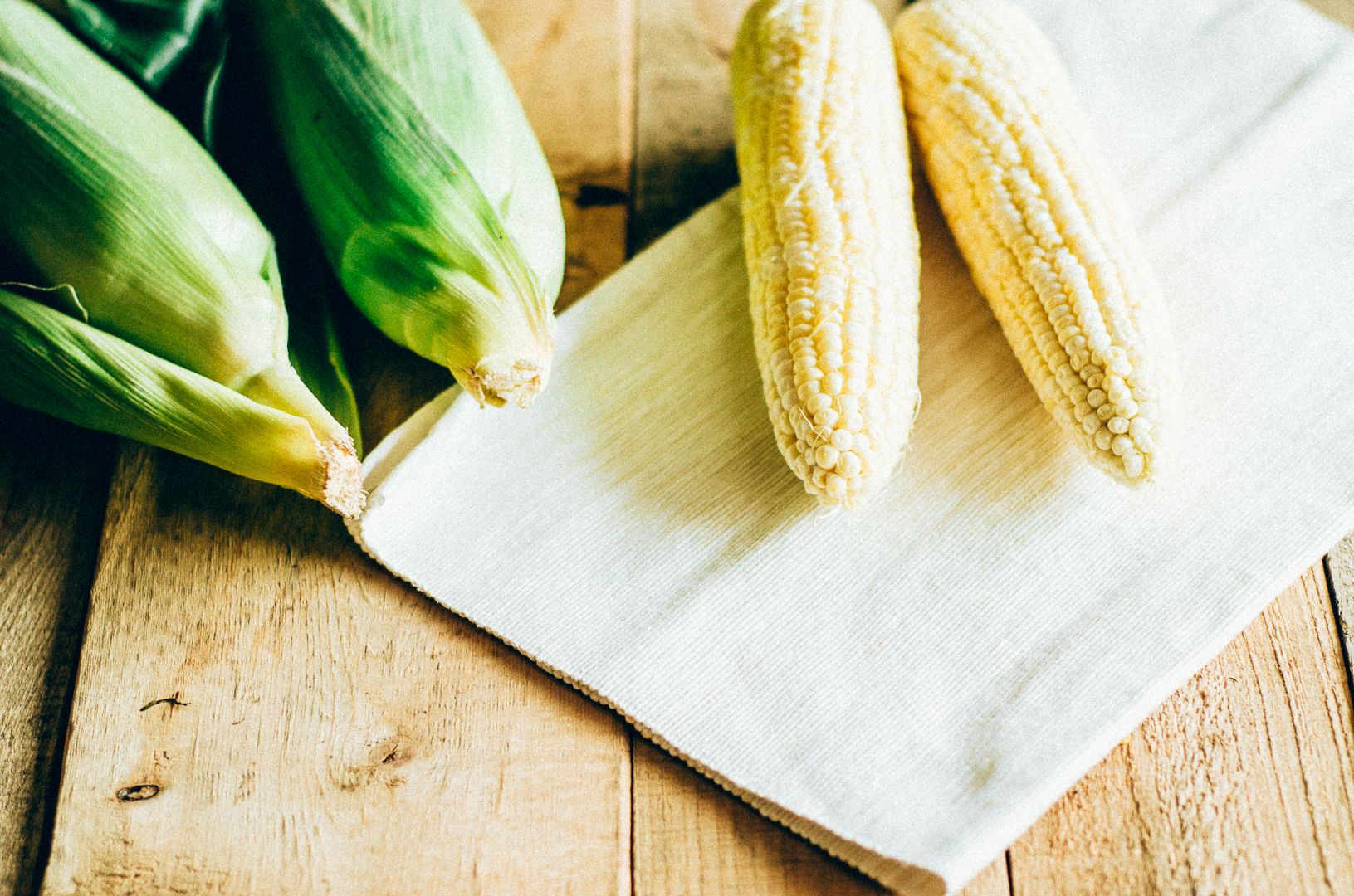 Grilled corn & barbecue corn with compound butter recipe is one of our favorite summer delights. It's a 15 min recipe. thenomadicwife.com