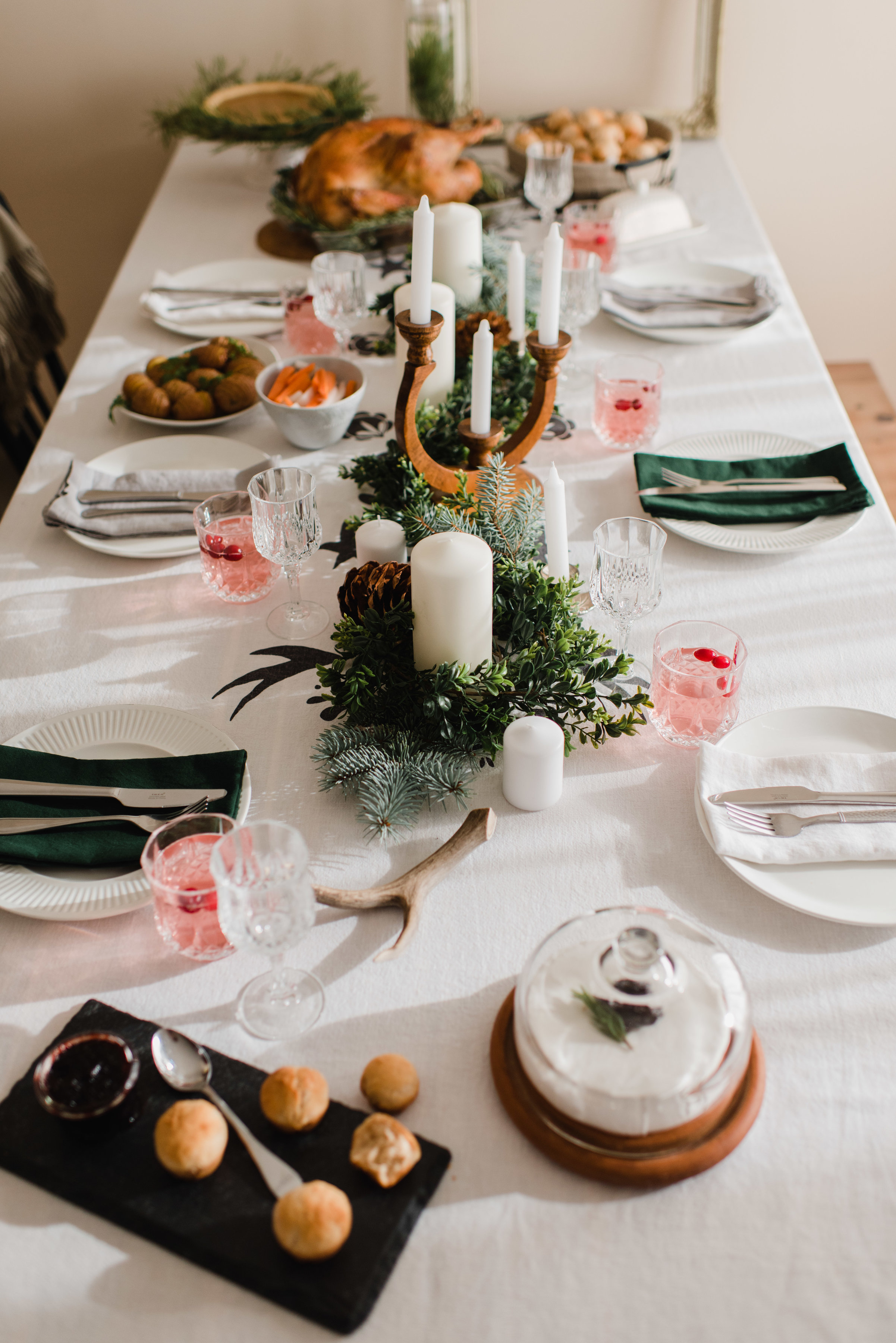 Christmas Tablescape | The Nomadic Wife | Photography By Emilie