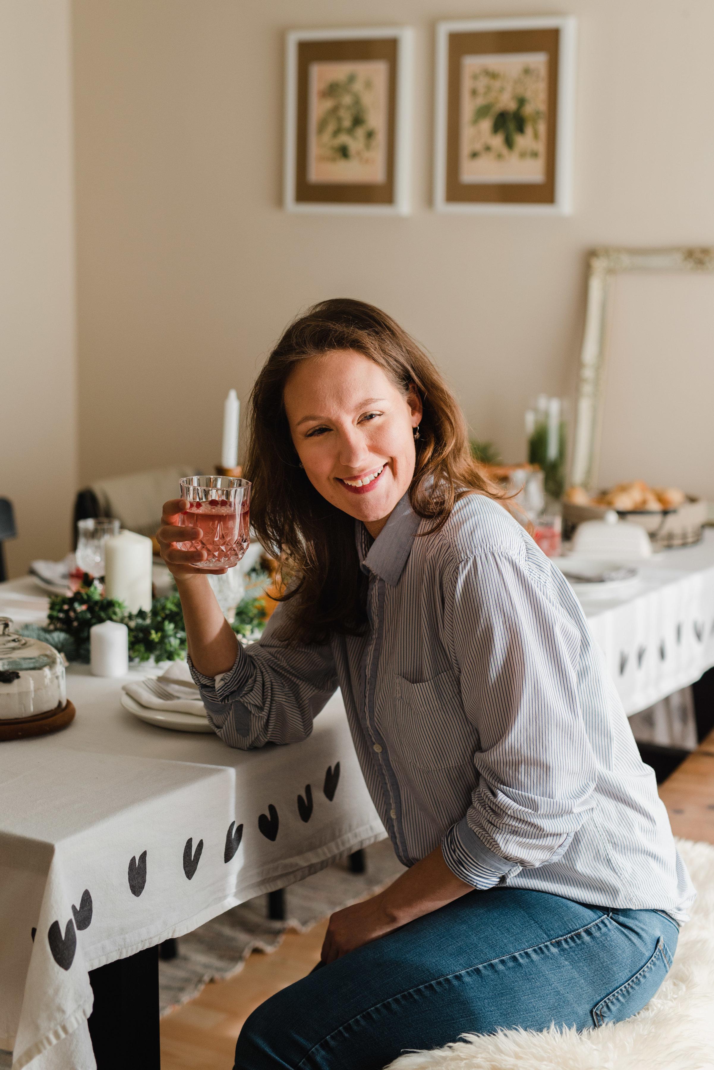 Cherry Shrub : Holiday drink recipe by The Nomadic Wife | Emilie Iggiotti Photography Edmonton