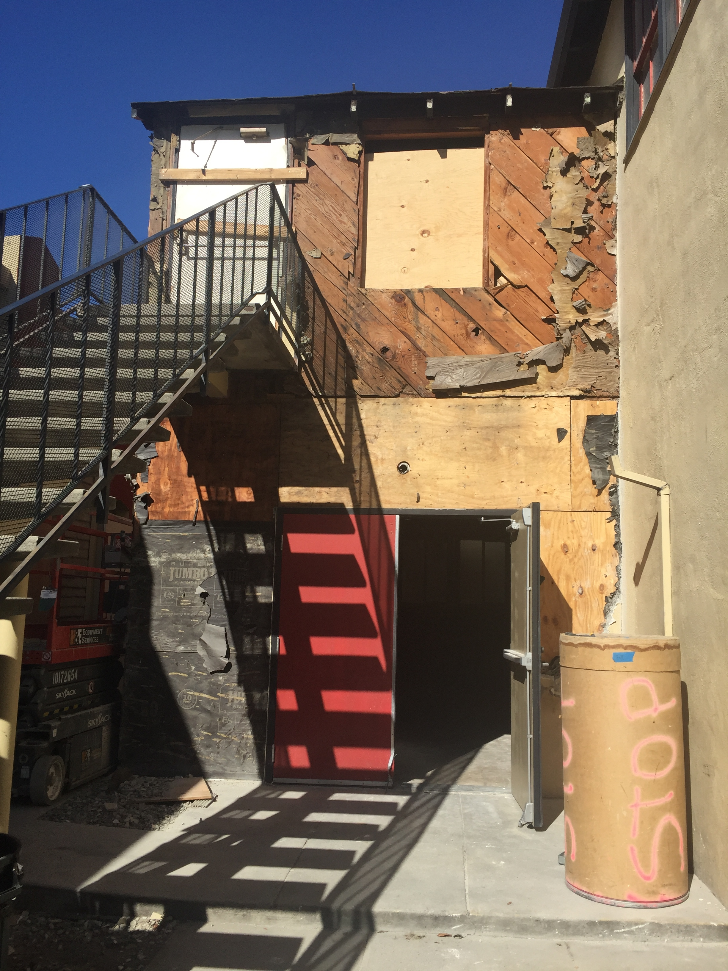 2018-10-12 Demolition of building exterior