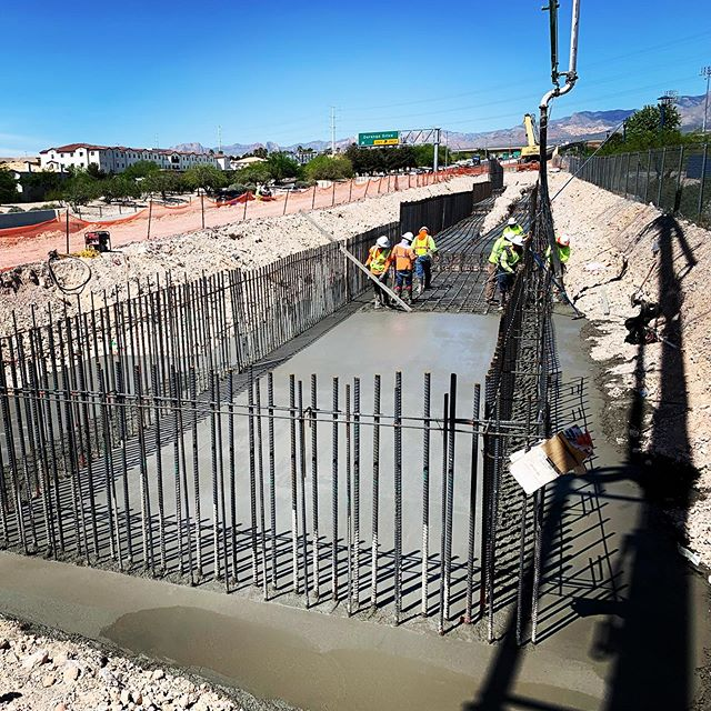 IQC is working closely with crews to perform quality control testing and inspection services for soils, concrete and reinforced concrete materials for the new precast concrete pedestrian bridge that will go across Summerlin Parkway to improve trail connections in the area 😎🚴‍♂️🚴‍♀️🌵🌻#pedestrianbridges #iqcsouthwestlv #outdoortrails