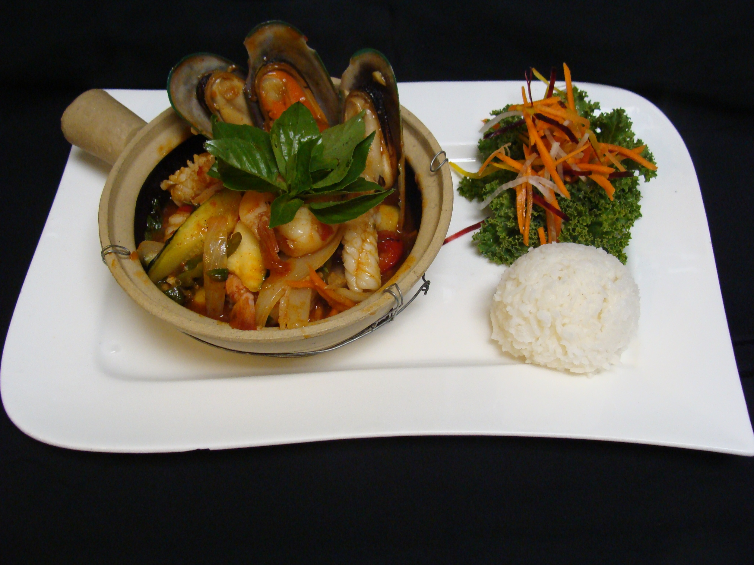 Spicy Seafood Claypot
