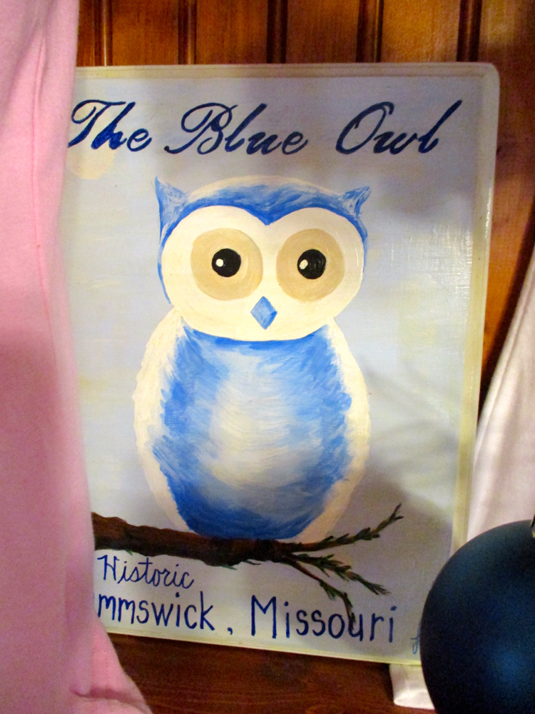 The Blue Owl Restaurant sign at Kimmswick, Missouri. (Photo by Charlotte Ekker Wiggins)