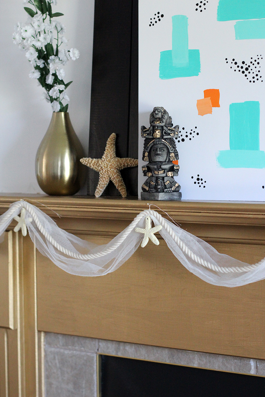 DIY faux starfigh garland to decorate your fireplace.