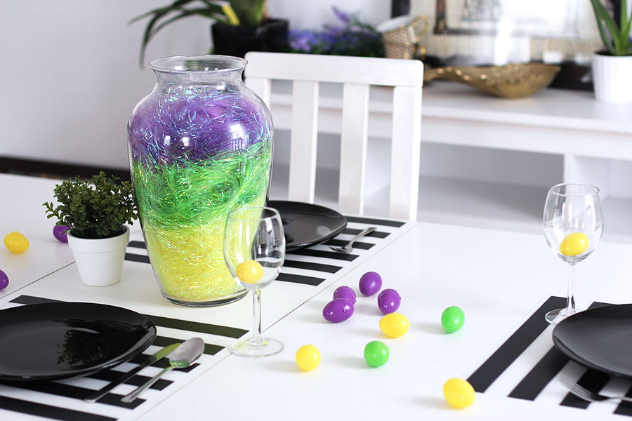 A twist decoration idea for your Easter table decoration.
