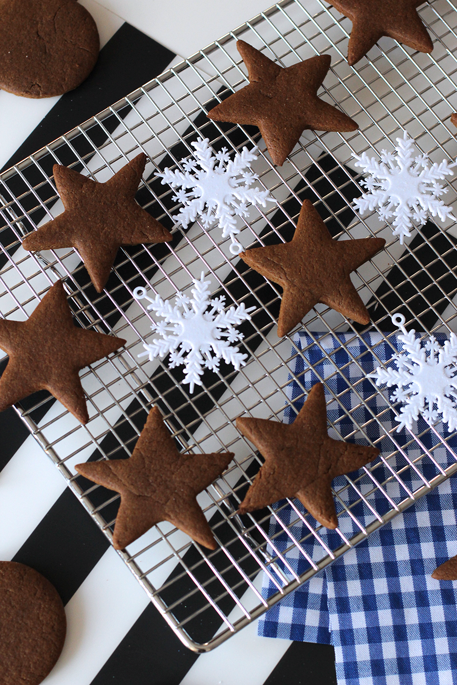 Easy and delicious egg free (eggless) gingerbread cookie recipe. Perfect for Christmas or for someone with egg allergies. If you don't overcook them they come out soft and chewy. Absolutely delicious. Click through for recipe.