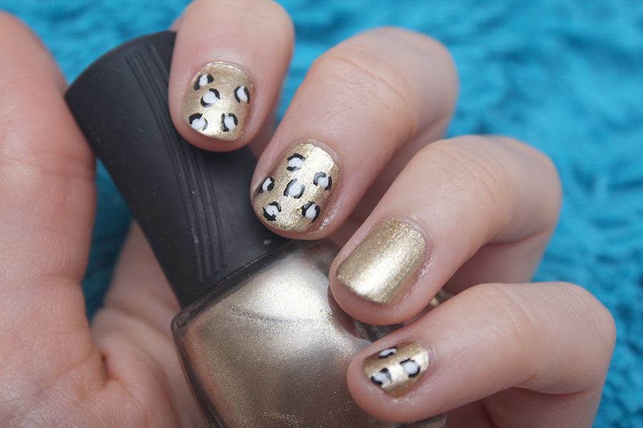 gold leopard nail art.png