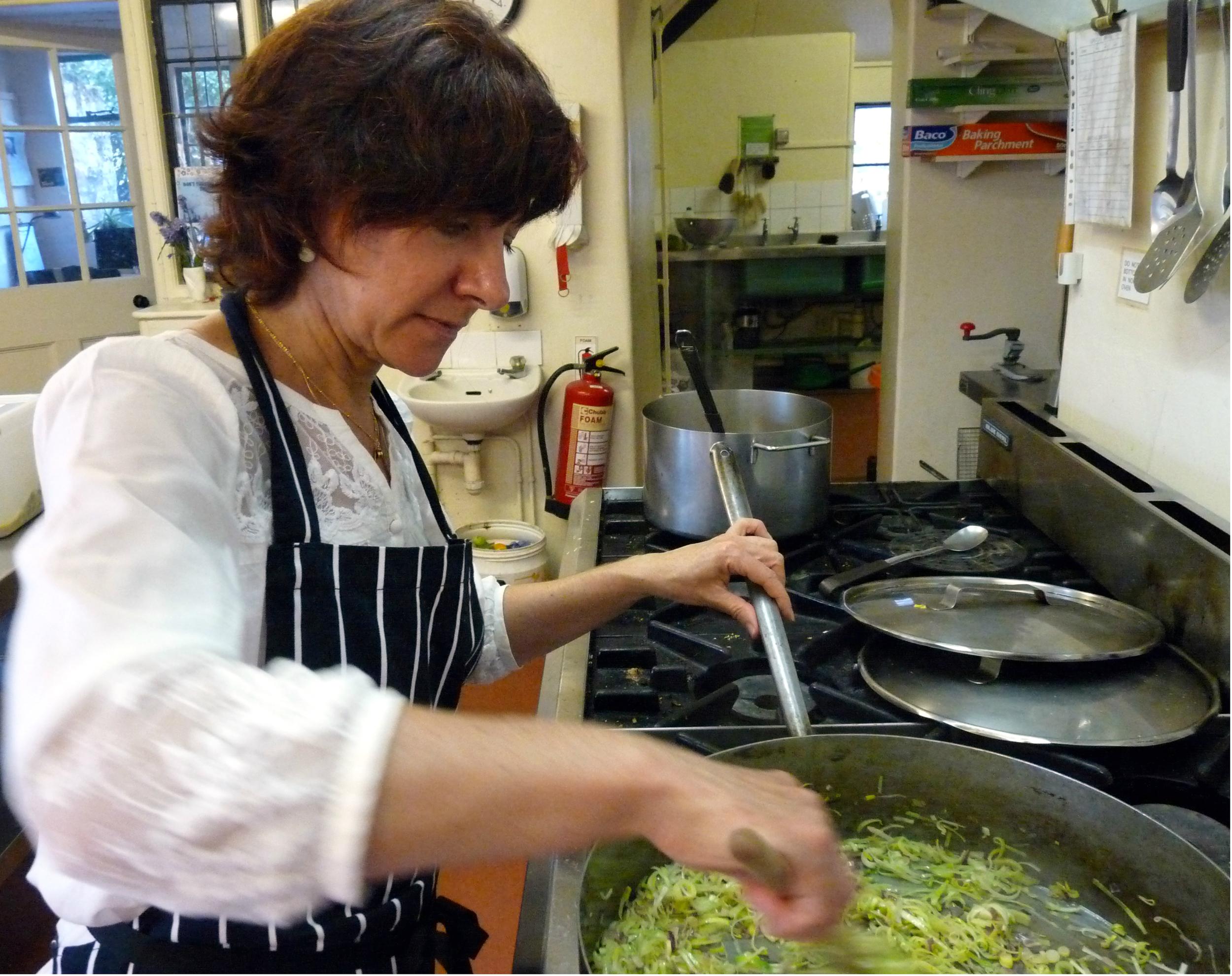 Cozinhar, uma das atividades onde mais aprendi e me diverti... compartilhar amor, cuidar de você e do outro, senti a energia do alimento.