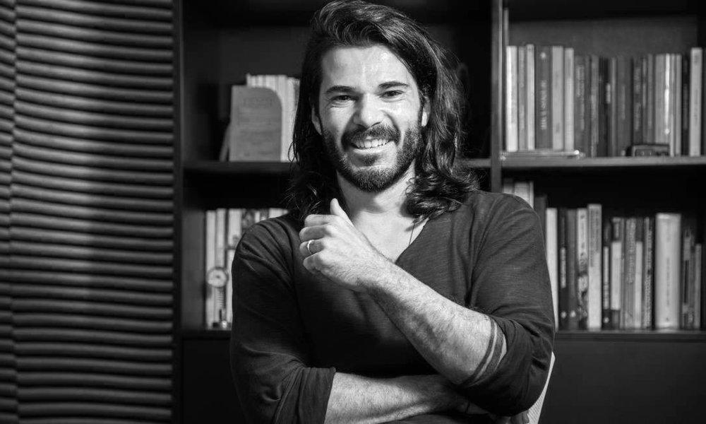 @allandiascastro [Allan Dias Castro], poeta e escritor.