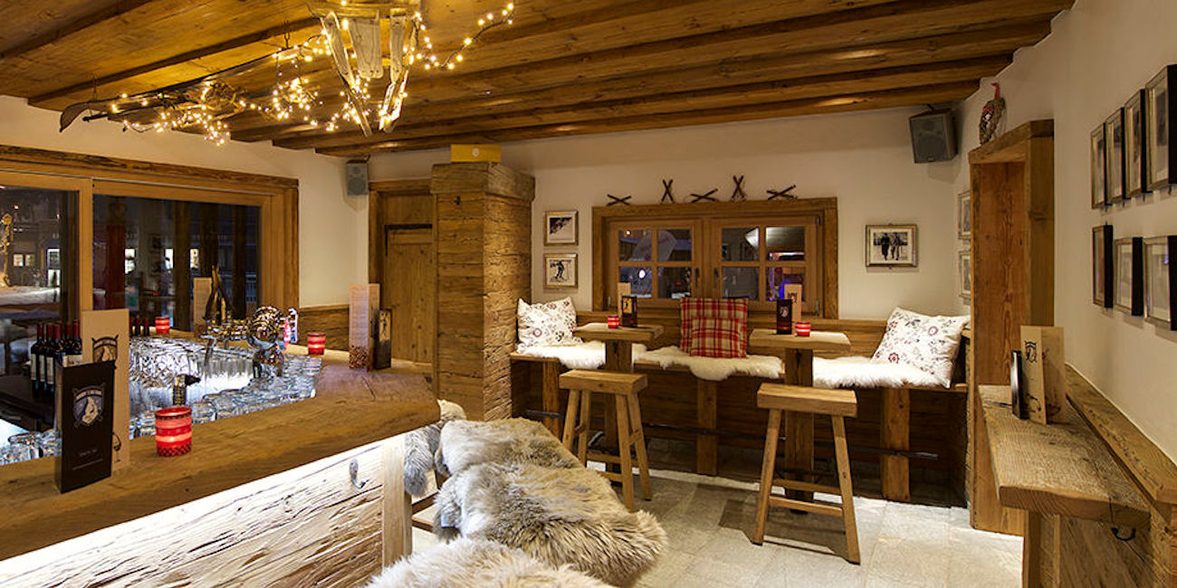 Best Bars Zermatt ~ Harry's Skibar / Photo: matterhornlodge.ch