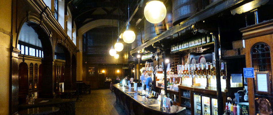 Best Pubs London ~ The Cittie Of Yorke / Photo: Best Bars Europe