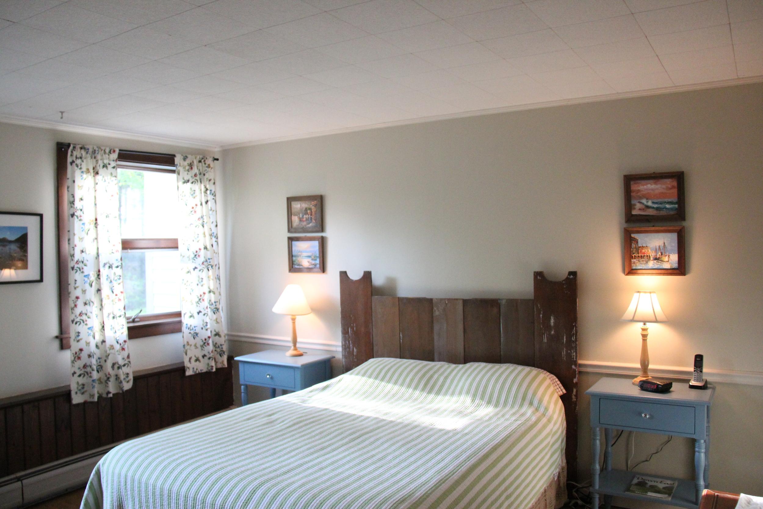 Lower level queen bedroom pic 1